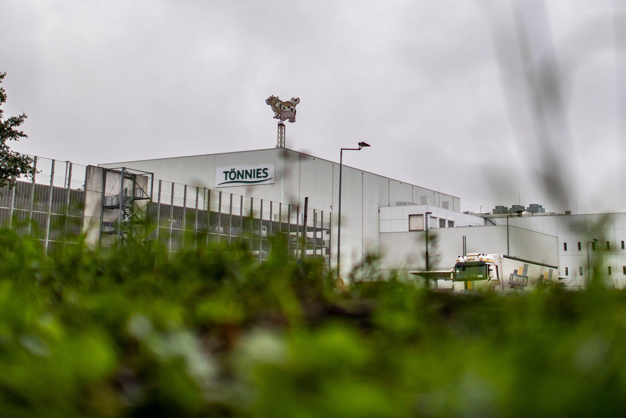 Der Hauptstandort des Fleichberarbeiters Tönnies in Rheda-Wiedenbrück war nach einem Corona-Massenausbruch wochenlang stillgelegt worden. Foto: David Inderlied / dpa