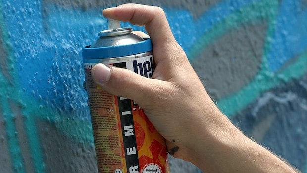Polizei ertappt drei Graffiti-Sprayer auf frischer Tat