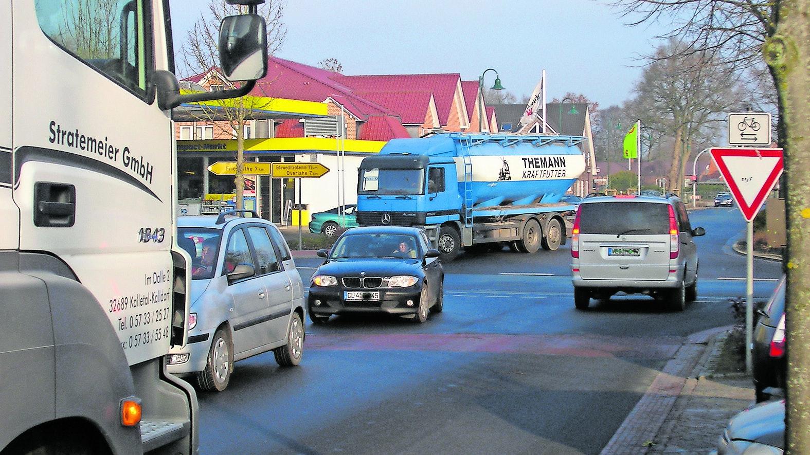 Kreisverkehr als Lösung? In Bösel wartet die Landesbehörde ab, bis die Gemeinde ihr Ortszentrum umbaut.  Dann soll die Landesstraße 835 gleich anschließend saniert werden. Archiv-Foto: Martin Pille