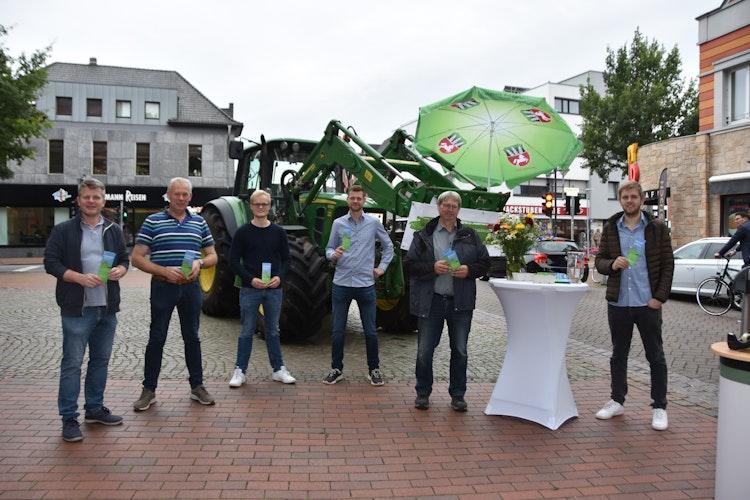 """Werben für den Niedersächsischen Weg"""": (von links) Dr. Johannes Wilking, Andreas Tabeling, Felix Schulte, Felix Strothmeyer, Georg Reinke und Hendrik Timphus. Foto: Tzimurtas"""