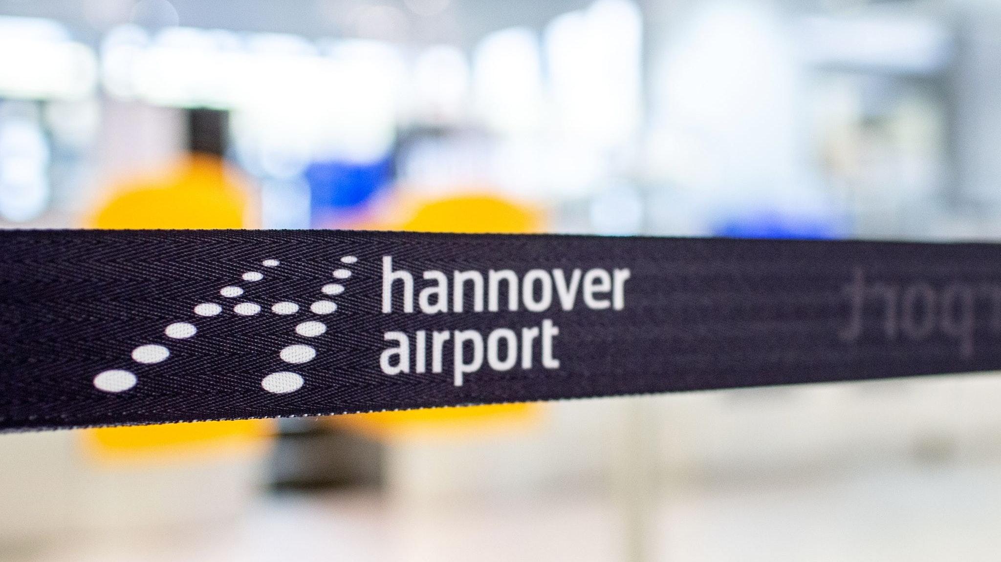 Flughafen in Langenhagen: Von Hannover aus werden derzeit drei Länder angeflogen, die auf der Liste des Robert Koch-Institutes für Risikogebiete stehen: die Türkei, Serbien und Weißrussland. Foto: dpa