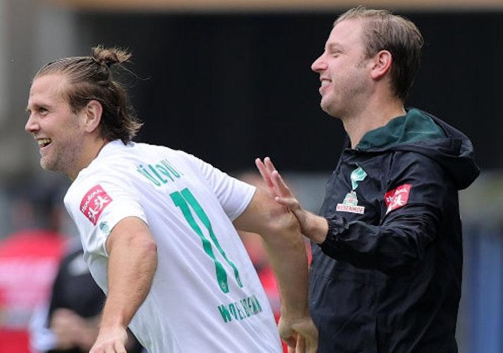 Es geht wieder los: Bremens Trainer Florian Kohfeldt (rechts) und Stürmer Niclas Füllkrug. Foto: dpaVogel