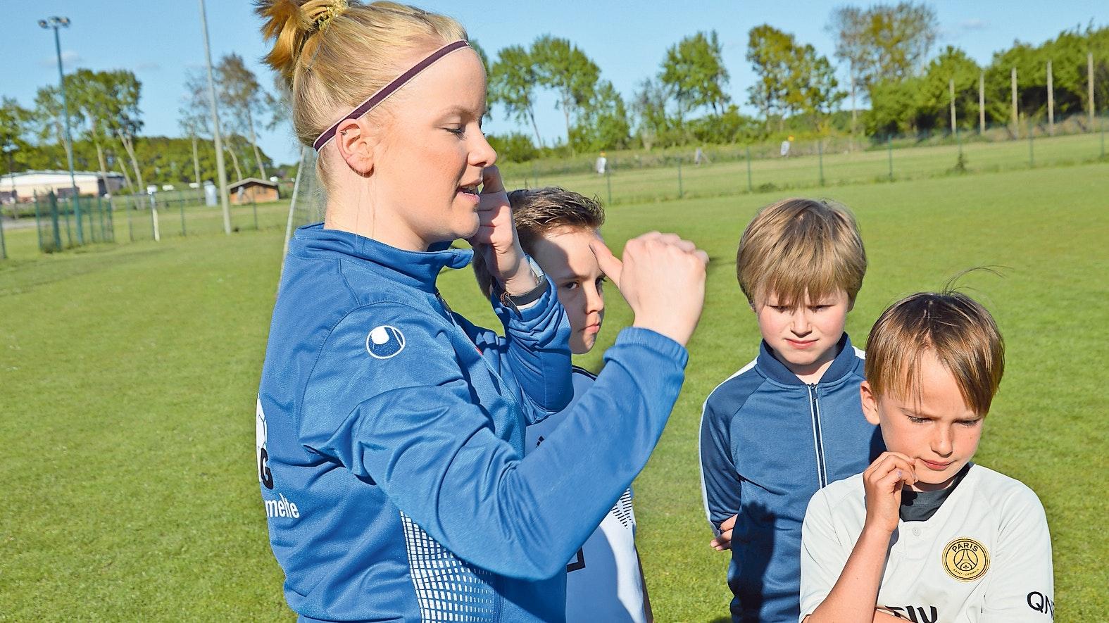 Engagierte Trainerin: Christina Brundiers kümmert sich beim FC Lastrup vor allem um den sportlichen Nachwuchs. Foto: Landwehr