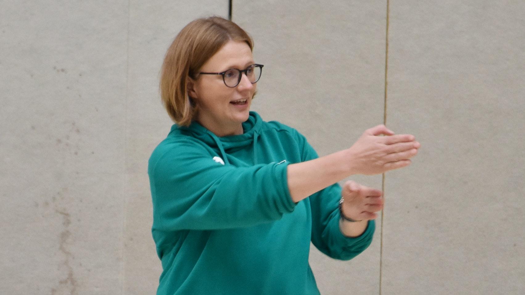 Anweisungen von außen: Mühlens Jugendwartin Sandra Trenkamp coacht derzeit die 2. C-Jugend in der Regionsliga. Fotos: von Holt
