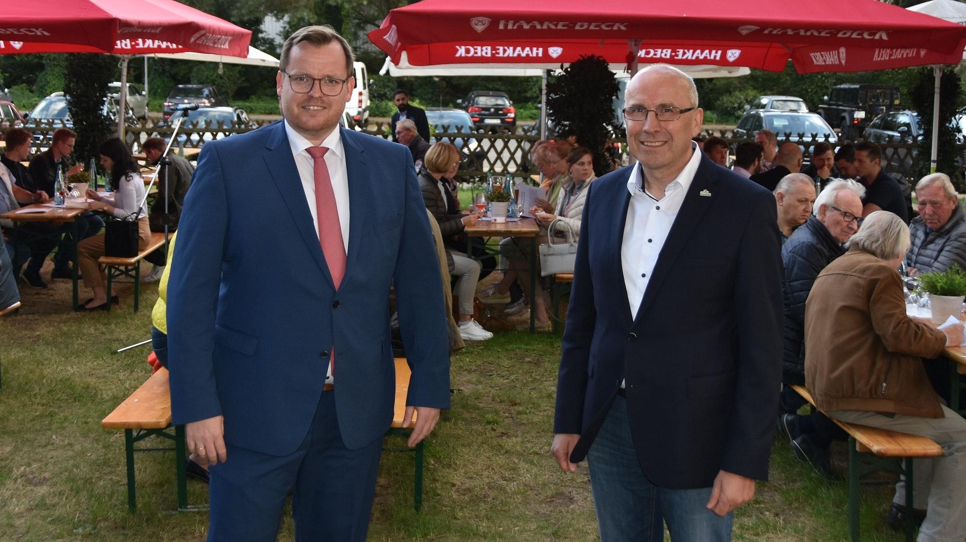 Politischer Austausch: (von links) Der CDU-Stadtverbandsvorsitzende Philip Wilming und der Dammer Bürgermeister Gerd Muhle. Foto: Tzimurtas