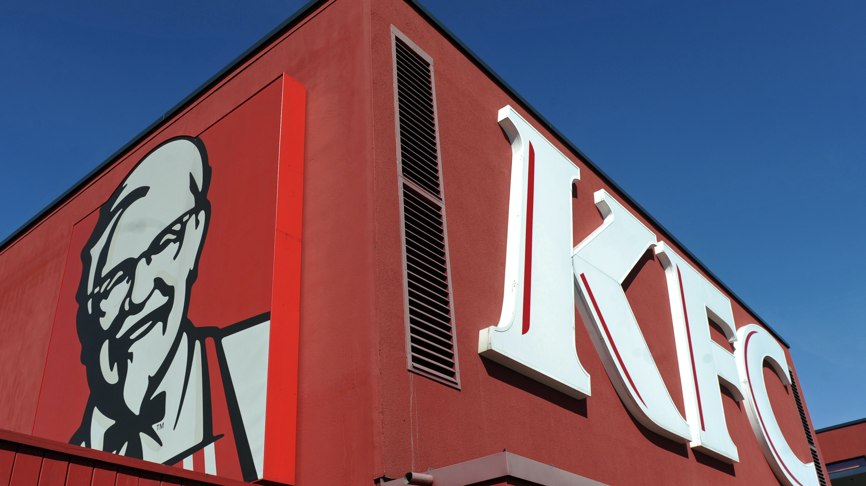 Er hat gut lachen: KFC-Gründer Harland D. Sanders will auch in Holdorf zu sehen sein. Foto: dpa