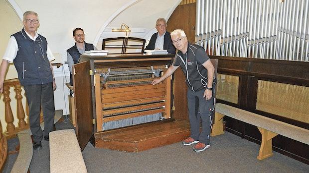 Spieltisch der Orgel der St.-Michaels-Kirche restauriert