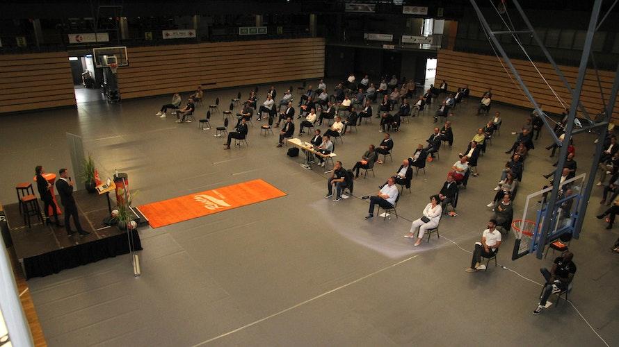 Kleine Bühne, 110 Gäste: Eine Szene vom Sponsoren-Abend von Rasta Vechta. Foto: Bente