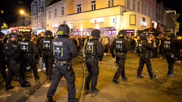 Werder: Erst Klassenerhalt, dann Party und Randale