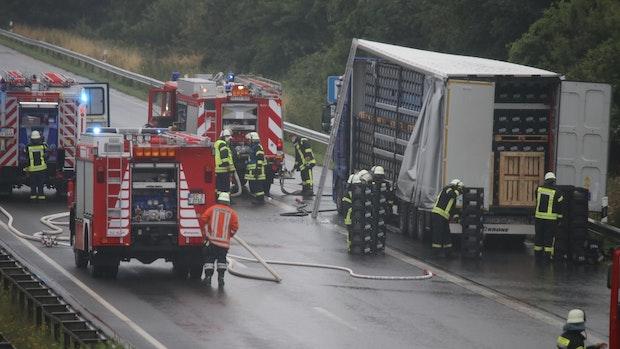 Lkw steht auf A1 in Flammen: Brand ist schnell gelöscht