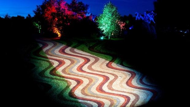 Lichtkunst beleuchtet den Park der Gärten