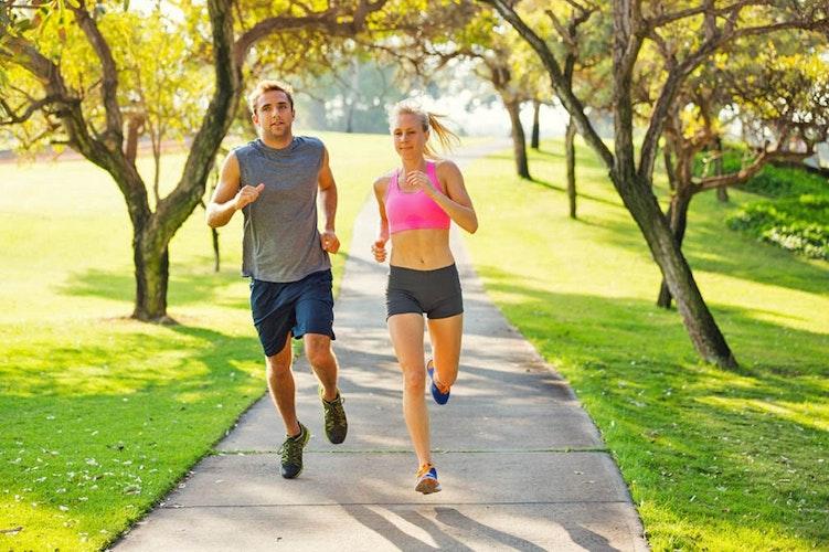 Regelmäßiger Sport und eine proteinreiche Ernährung sind eine gute Strategie, um überflüssige Pfunde loszuwerden. Foto: djdBioNorm-ForschungEpick Stock Media - Fotolia br