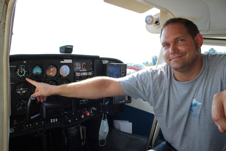 Patrick Busch ist Fluglehrer beim Aeroclub Damme und steuert als Co-Pilot unter anderem eine Boeing 737. Foto: Heinzel