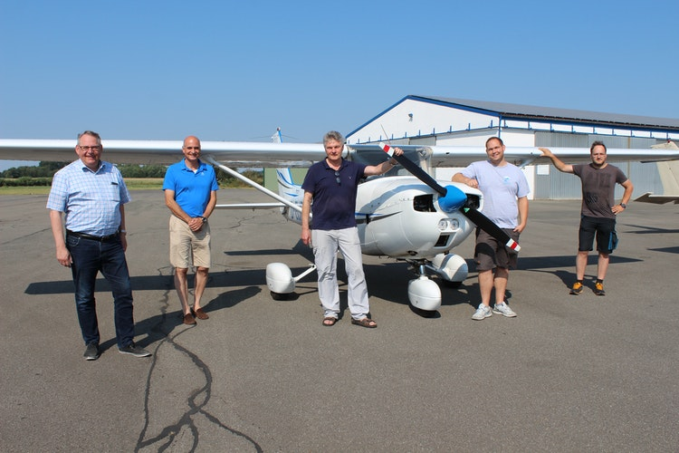 Aeroclub Damme (von links): Markus Graw, Uwe Krabbe (Vizepräsident), Franz Josef Strathausen (technischer Leiter), Patrick Busch (Fluglehrer) und Steven Sporkamann (Schriftführer). Foto: Heinzel