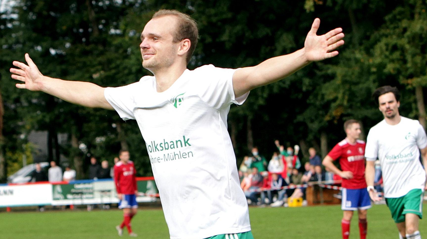 Jubel im Jahnstadion: Der Mühlener Hubertus Blömer nach seinem Tor zum 3:1 am vergangenen Sonntag. Foto: Schikora