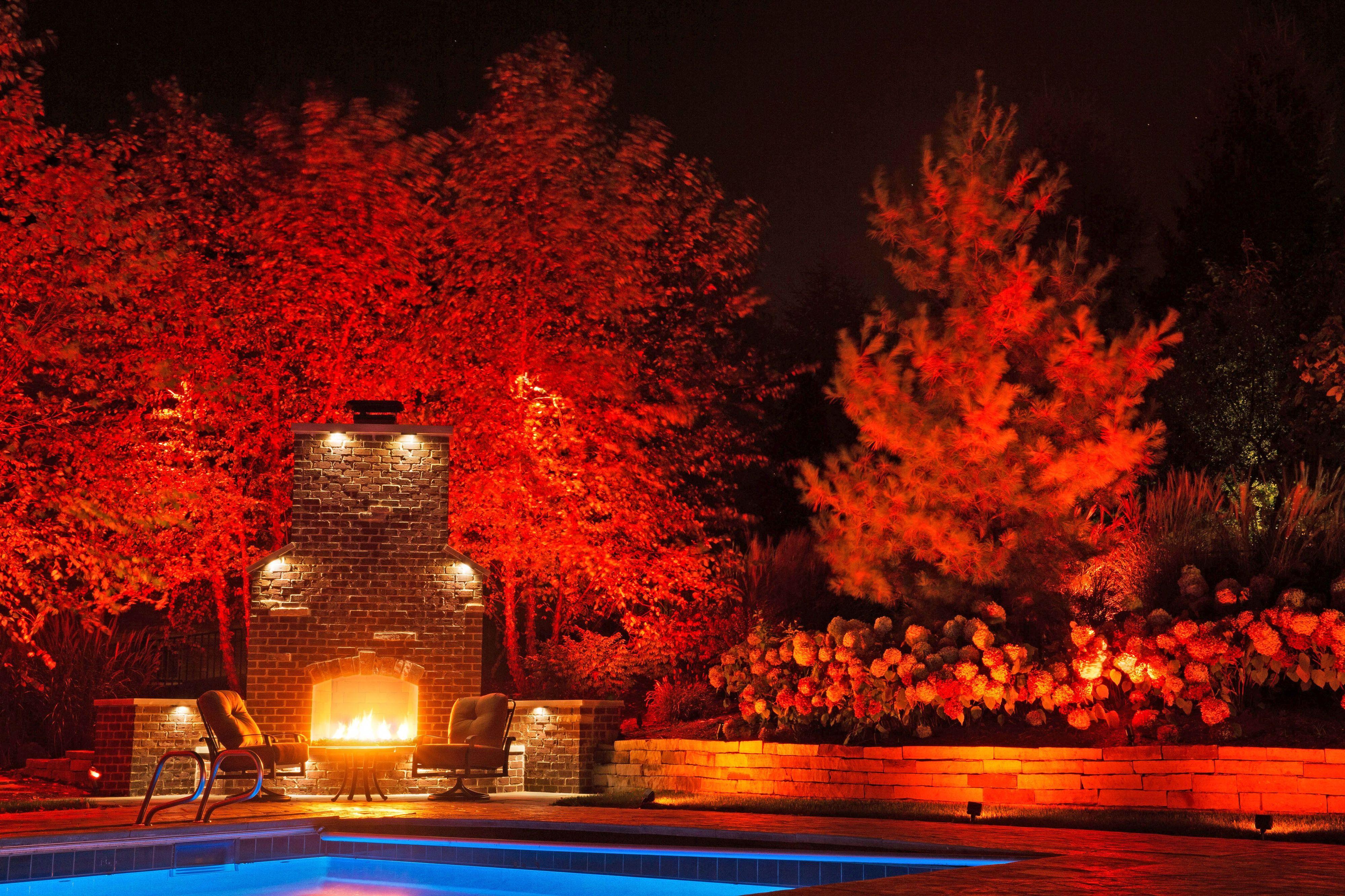 Die passende Beleuchtung bringt den Garten zum Strahlen. Bei modernen LED-Elementen lassen sich Lichtfarbe und Stärke individuell nach Wunsch regulieren. Foto: djd/www.rainpro.de