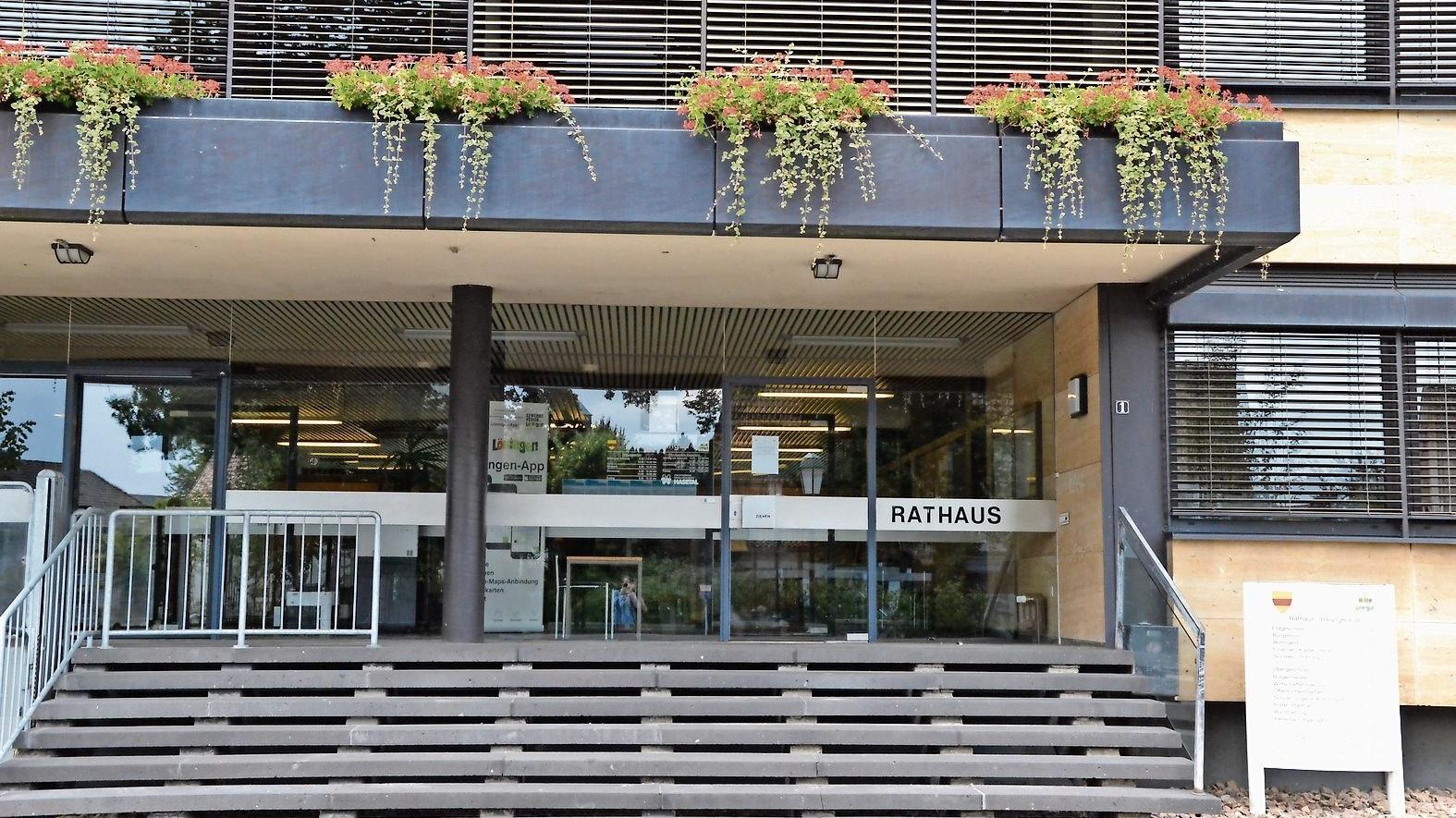 Geschlossen: Im Löninger Rathaus findet wegen der Corona-Gefahr kein Publikumsverkehr statt. Foto: Meyer