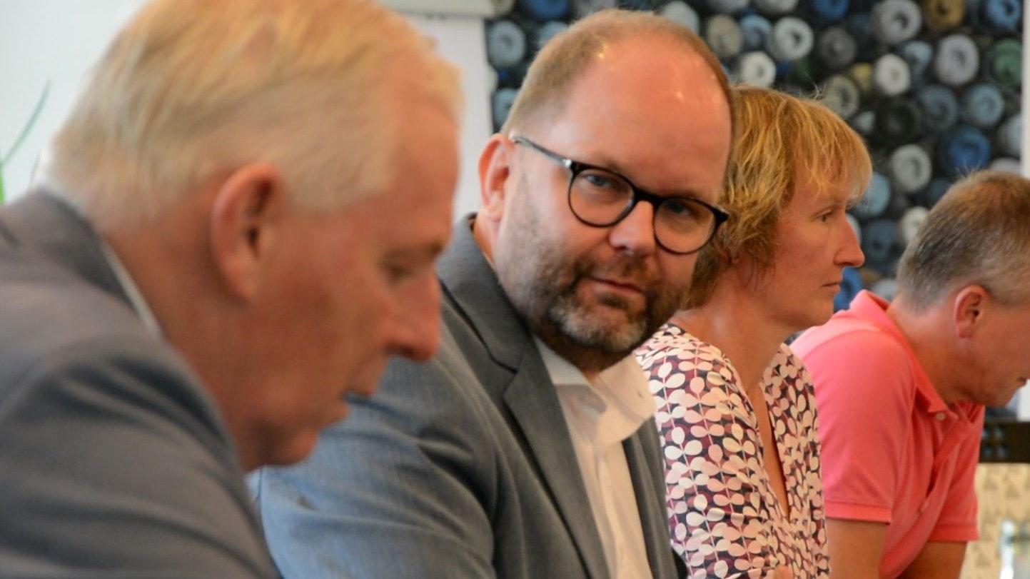 Landrat Johann Wimberg bei der Pressekonferenz am Montag. Foto: Hermes