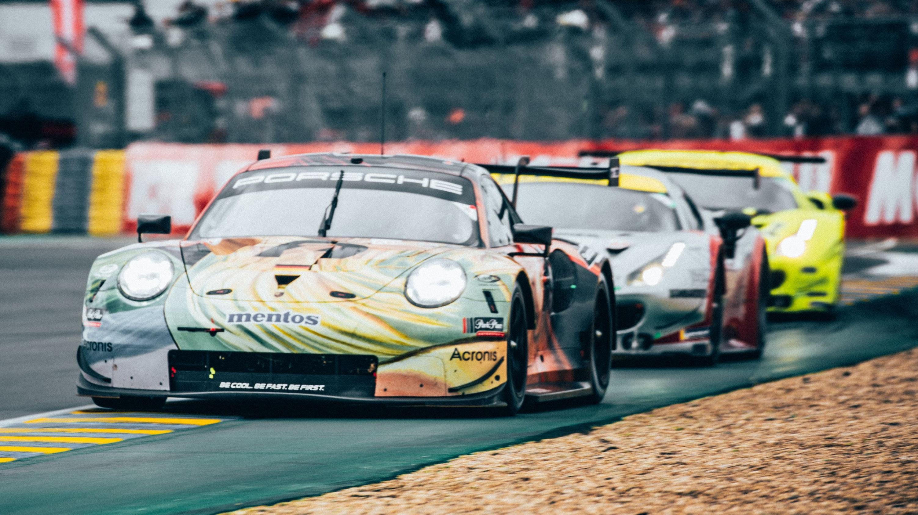Unterwegs zum Sieg: Der Project1-Porsche des Teams um Egidio Perfetti bei seinem Triumph im Jahr 2019 in Le Mans. Foto: Sebastian Kubatz