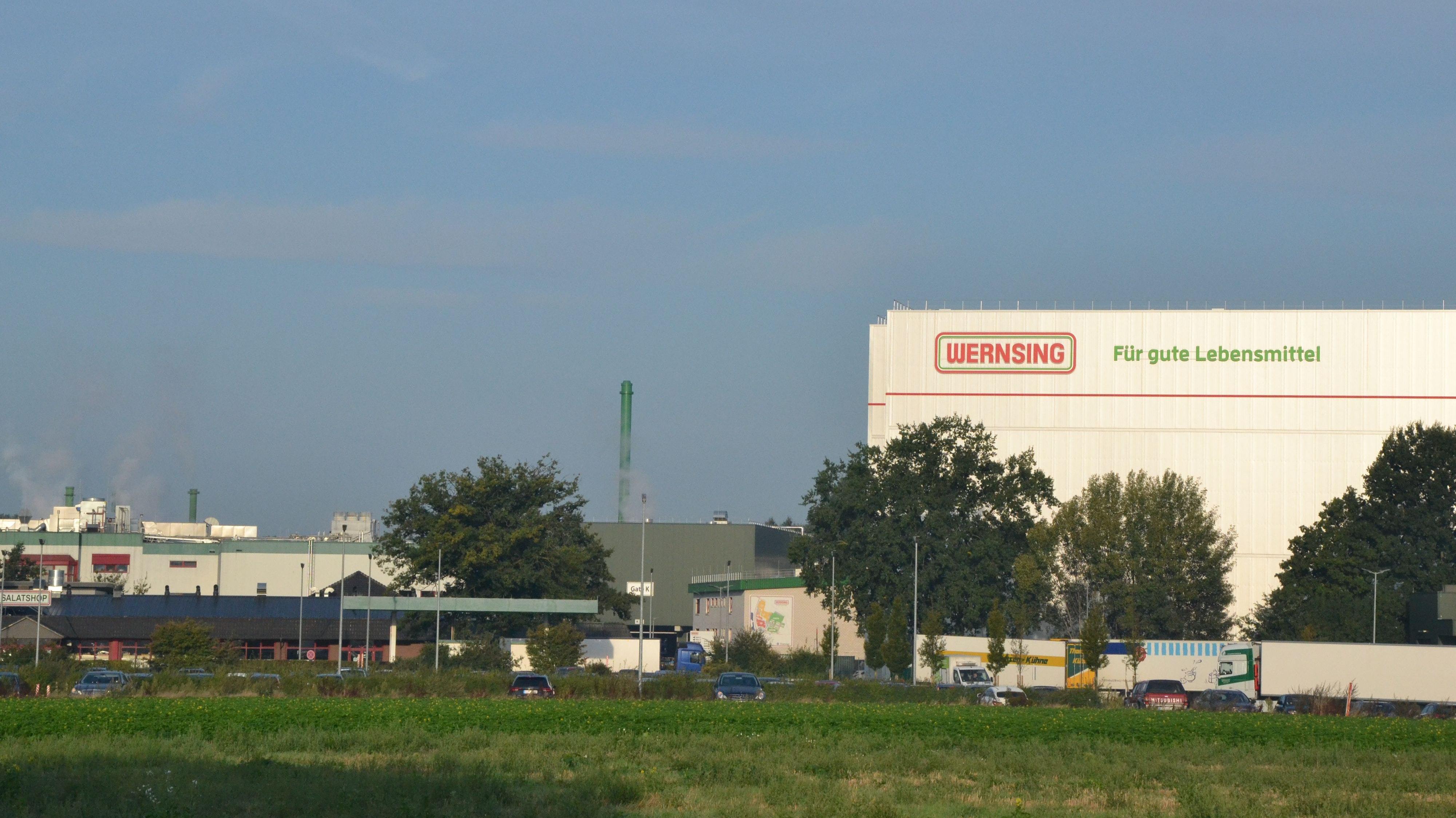 Plant weiter: Die Wernsing-Feinkost GmbH betreibt am Standort Addrup ein großes Werk. Bald sollen mehrere neue Gebäude hinzukommen. Foto: Meyer