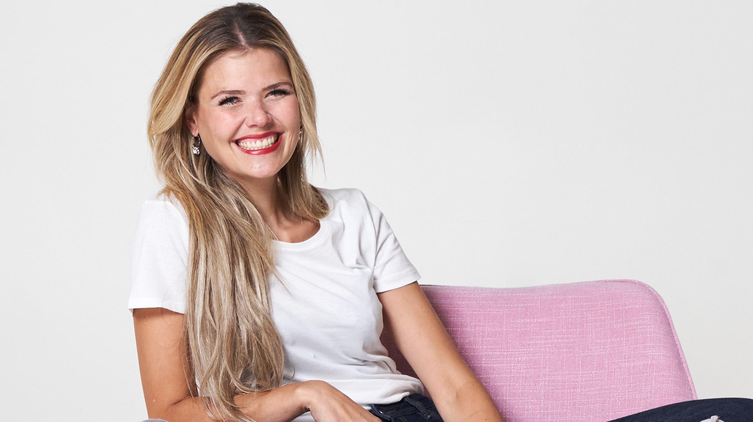 """Will Menschen mit ihrer Fröhlichkeit inspirieren: Kristin Kruthaup, die in der Steinfelder Bauerschaft Harpendorf aufwuchs, nimmt am """"Miss Germany 2021""""-Wettbewerb teil. Foto: Tobias Dick"""