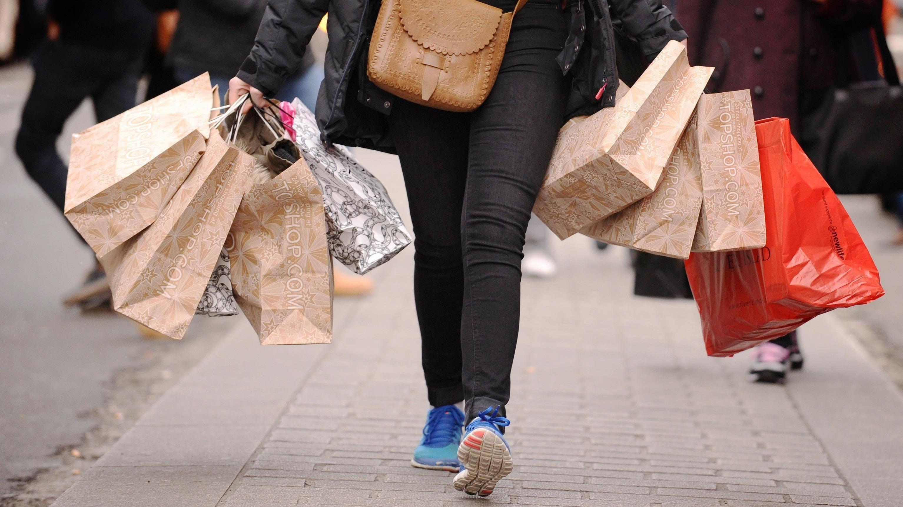 Volle Einkaufstaschen: Das wünschen sich auch die Einzelhändler in Garrel für kommenden Sonntag. Symbolfoto:Dominic Lipinski/dpa
