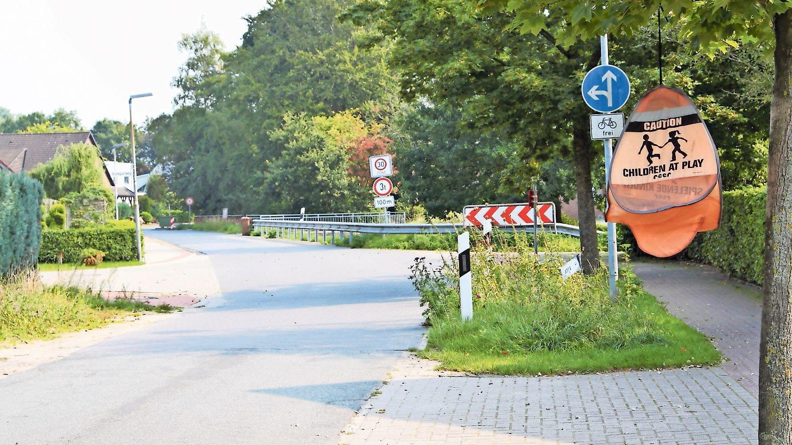 Veränderung: Die Kreuzung Koppelweg/Bookgastweg und Fliederstraße wird ausgebaut. Foto: Martin Pille