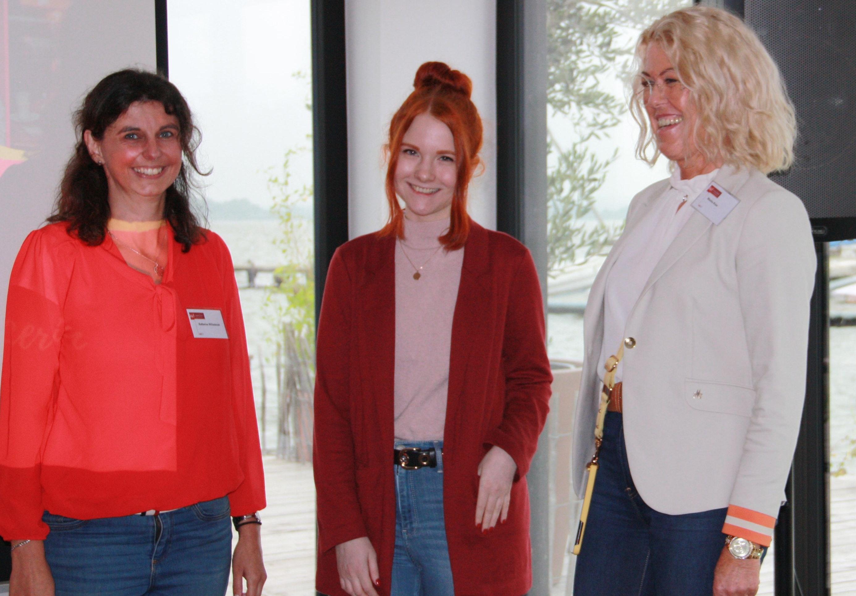 (von links) Die Frauen-Union-Kreisvorsitzende Katharina Willenbrink, Fee Schönwald und die stellvertretende Kreisvorsitzende Monika Bröer freuten sich über die gute Resonanz. Foto: Pundt