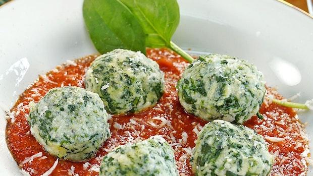 Malfatti mit Kräuter-Tomatensauce