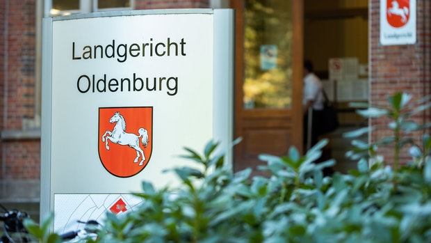 Oldenburger zündet Streifenwagen an und filmt die Tat