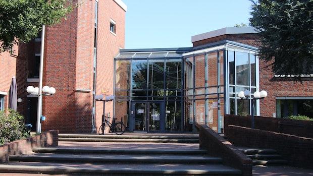 Rathaus bekommt 2021 neue Glasfassaden