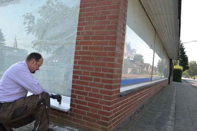 Renovierung läuft: Thorsten Meyer und sein Team richten derzeit die neue Halle an der Bremer Straße her. Fotos: Meyer