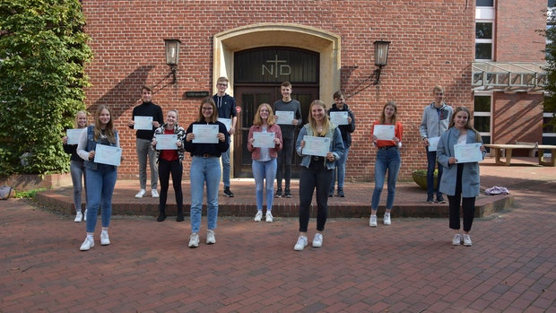 Schüler erwerben Französisch-Diplom
