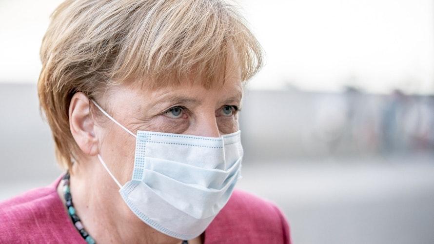 Kanzlerin Angela Merkel hat ihren Unmut offen gezeigt: Die getroffenen Maßnahmen gehen ihr nicht weit genug. Foto: dpa