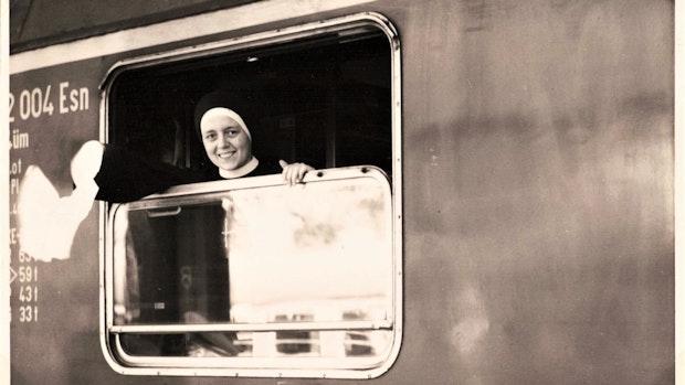 Nonnen an Bord schwänzten Äquatortaufe