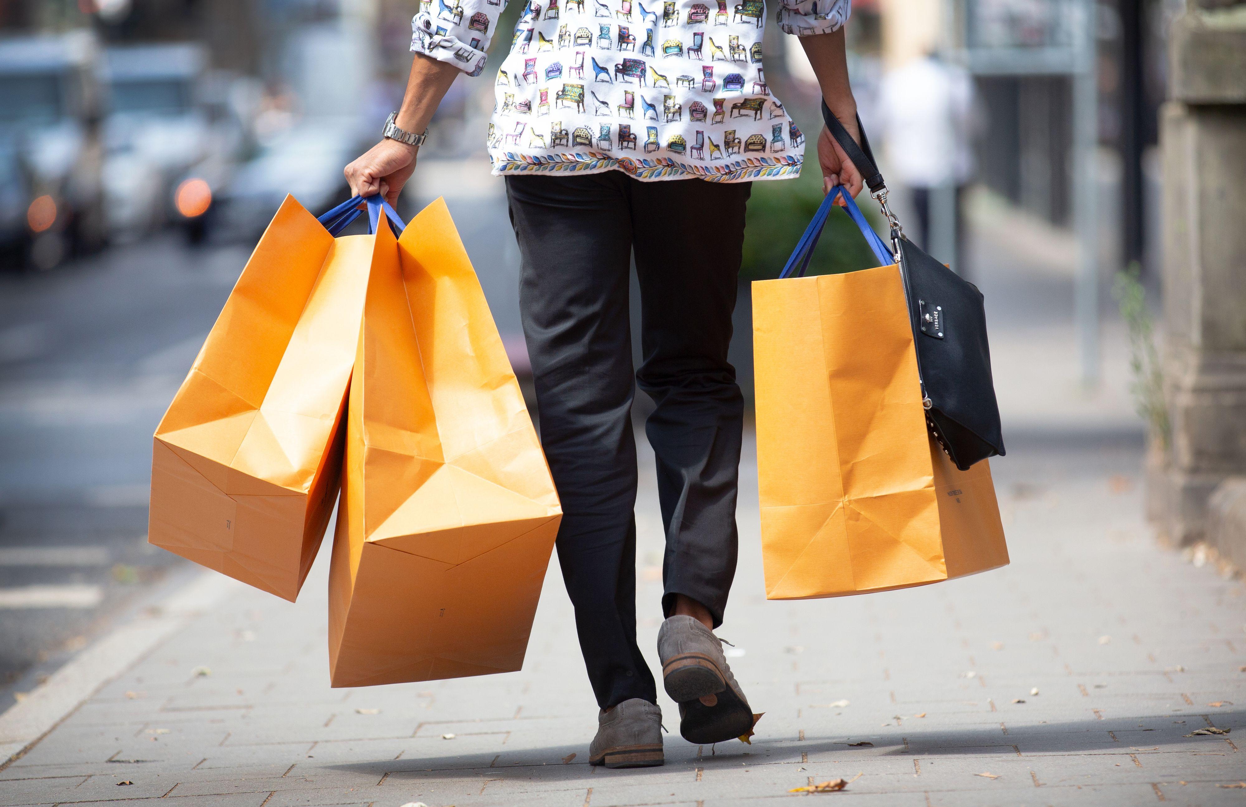Pralle Tüten, gute Geschäfte: Vechtas Geschäftsleute hoffen, am 4. Oktober öffnen zu dürfen. Symbolfoto: dpa