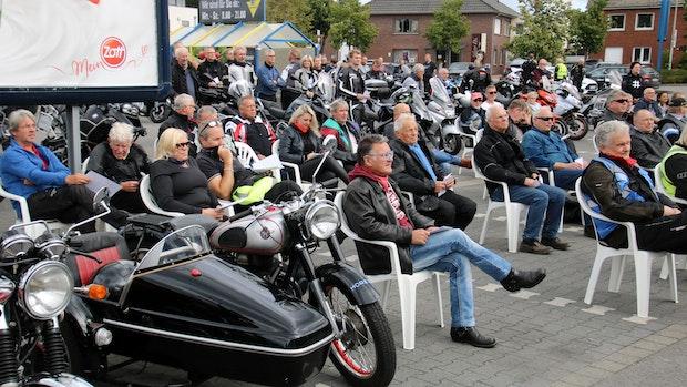 200 Biker starten  in Lohne mit irischem Reisesegen
