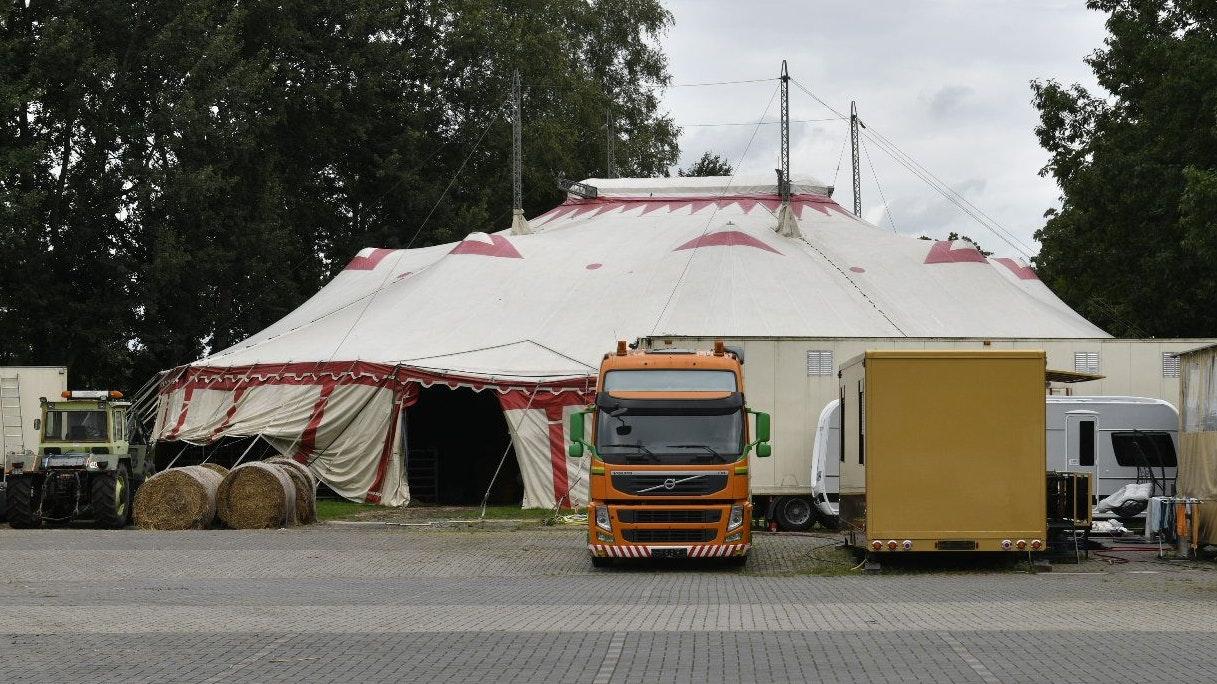 Mitglieder einer Zirkusfamilie sollen zur Bande gehören, die in Garrel Getreide im Millionenwert stahl. Foto: M.Niehues