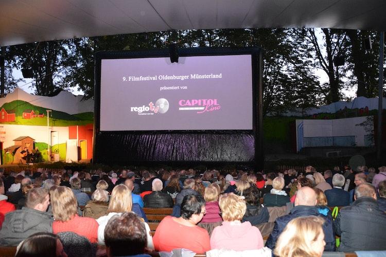 Das Herzstück des Kinoerlebnisses auf der Freilichtbühne ist eine sechs mal zwölf Meter große Leinwand. Foto: Bünker
