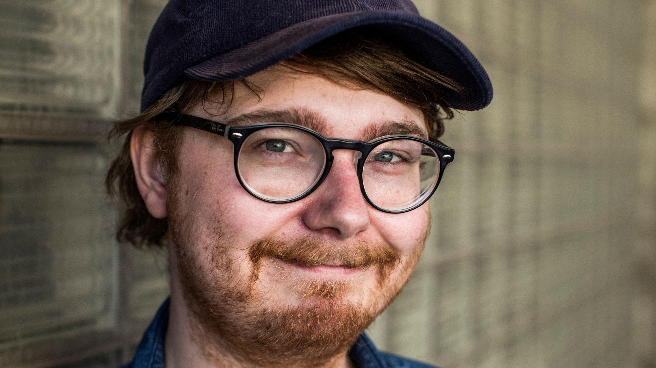 Kreativer Kopf: Johannes Floehr gehört zur jungen Autorenriege, die nach der coronabedingten Bühnenflaute wieder durchstarten wollen. Foto: Fabian Stuertz