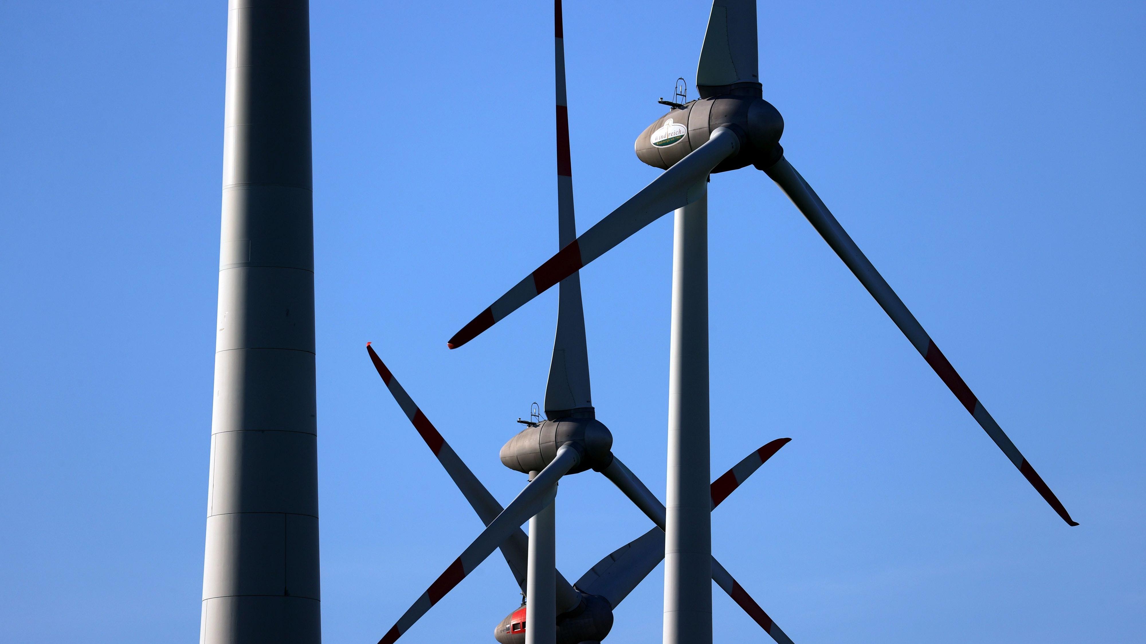 Punkte der RROP-Stellungnahme befassten sich unter anderem mit dem dargestellten Vorranggebiet für Windenergie im Windpark Bernhorn in Vörden. Symbolfoto: dpa/Hildenbrand