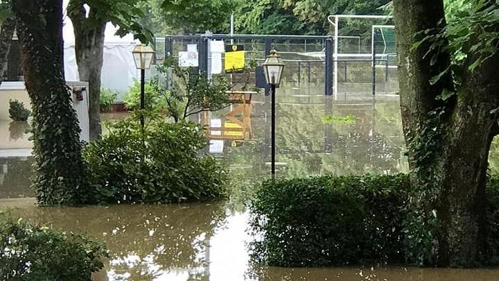 Land unter beim TV Grafenberg: Die Flut hat immense Schäden angerichtet. Foto: TV Grafenberg
