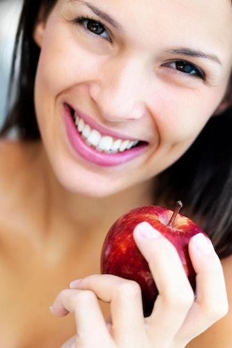 Sanfte Zahncremes sind besonders geeignet für schmerzempfindliche Sensitivpatienten. Foto: djdAminomedmomentimagesTetra ImagesF1onlineYuri Arcurs