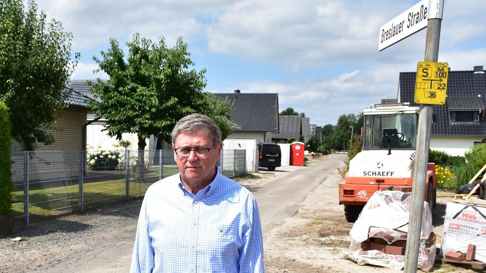 In einem katastrophalen Zustand: Die Breslauer Straße ist eine von 22 Straßen, die in der nächsten Jahren saniert werden soll, sagt Kämmerer Carl Heinz Putthoff. Foto: Böckmann