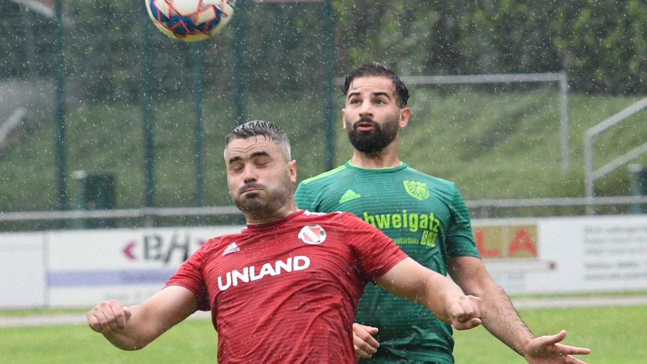 Kopfsache: Sedelsbergs Spas Bayraktarov (vorn) und Hansas Mourat Moussa duellieren sich auf höchster Ebene. Foto: Wulfers