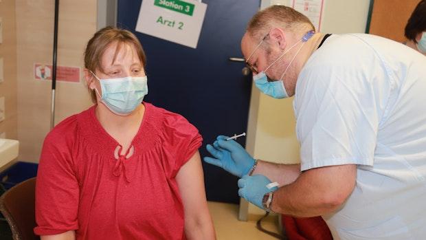 200 Impfwillige kommen zur Grundschule Barßel