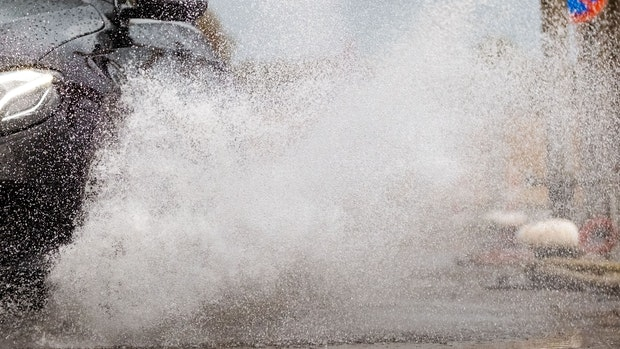 Aquaplaning: 35-jährige Autofahrerin stößt mit Cloppenburger (57) zusammen