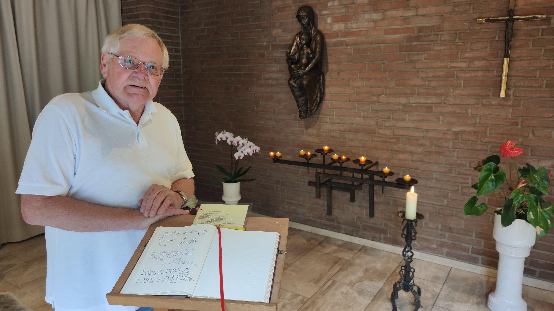 """Ein Ort der Ruhe und des Gebets: Johannes Book ist Gründer des """"Benedikt-Forums"""", mit dem er den Geist der Benediktinermönche in Damme lebendig halten möchte. Foto: Röttgers"""