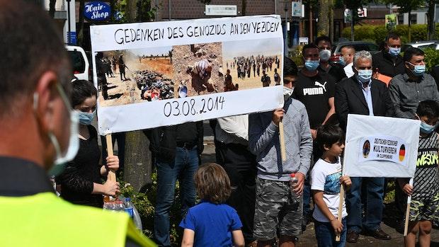 Yeziden gedenken der Opfer des Völkermordes 2014