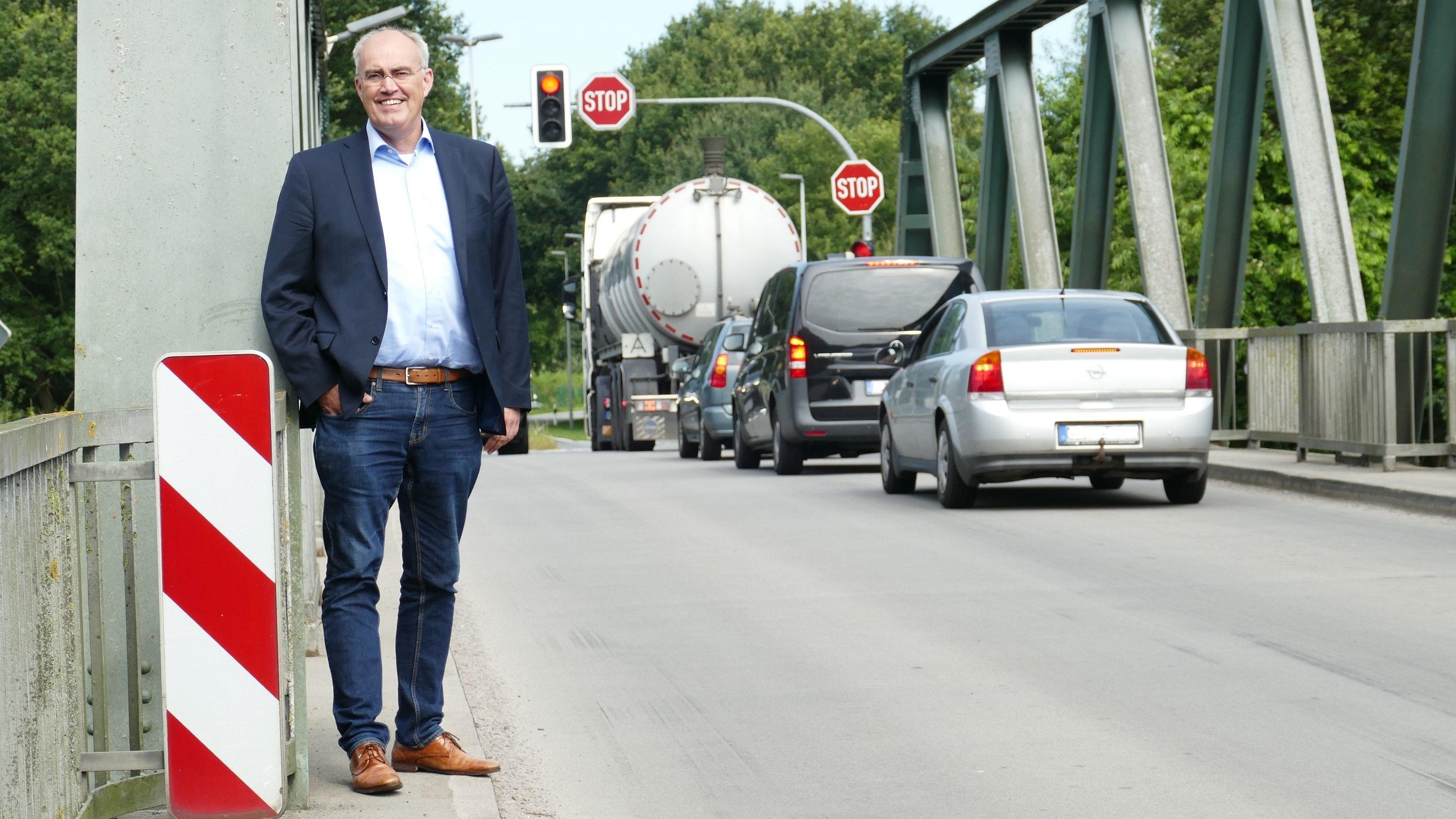 Kein Radweg, kein Fußweg: Die Kamper Brücke über den Küstenkanal ist für CDU-Kandidat Bernd Wichmann eines der Themen, bei denen die Stadt den Hut aufhaben und andere ins Boot holen muss. Foto: Stix